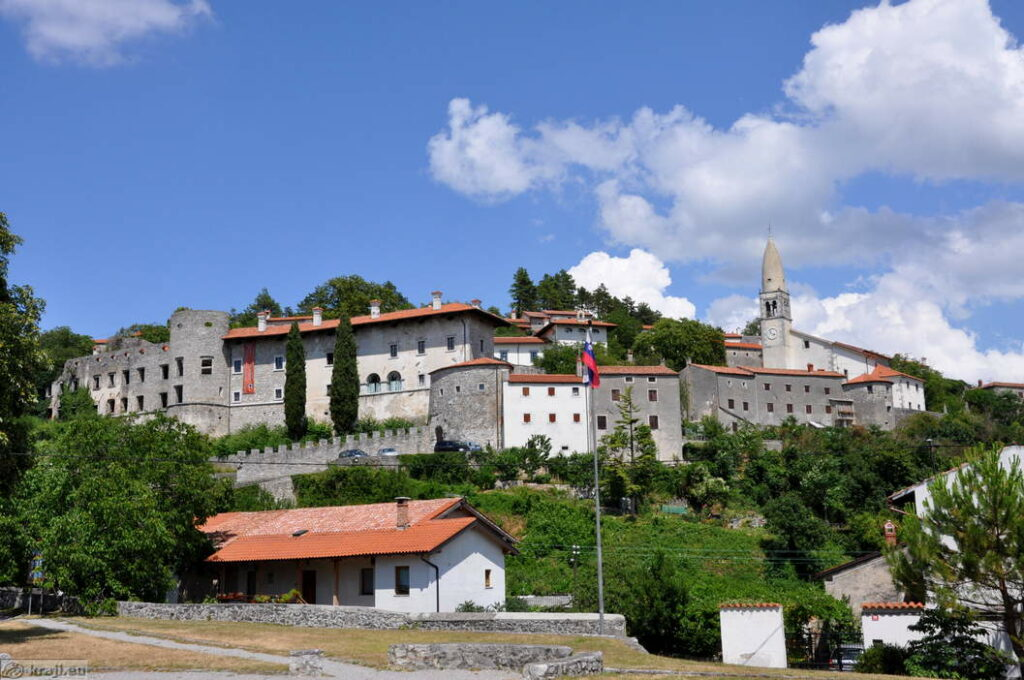 Деревня-крепость Штаньел