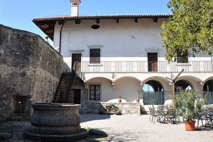 Замок Штаньел в Словении на Красе