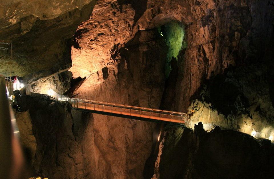 Нотраньский регион (Крас, пещеры, Предъямский замок, город-крепость Штаньел, Випавская долина)