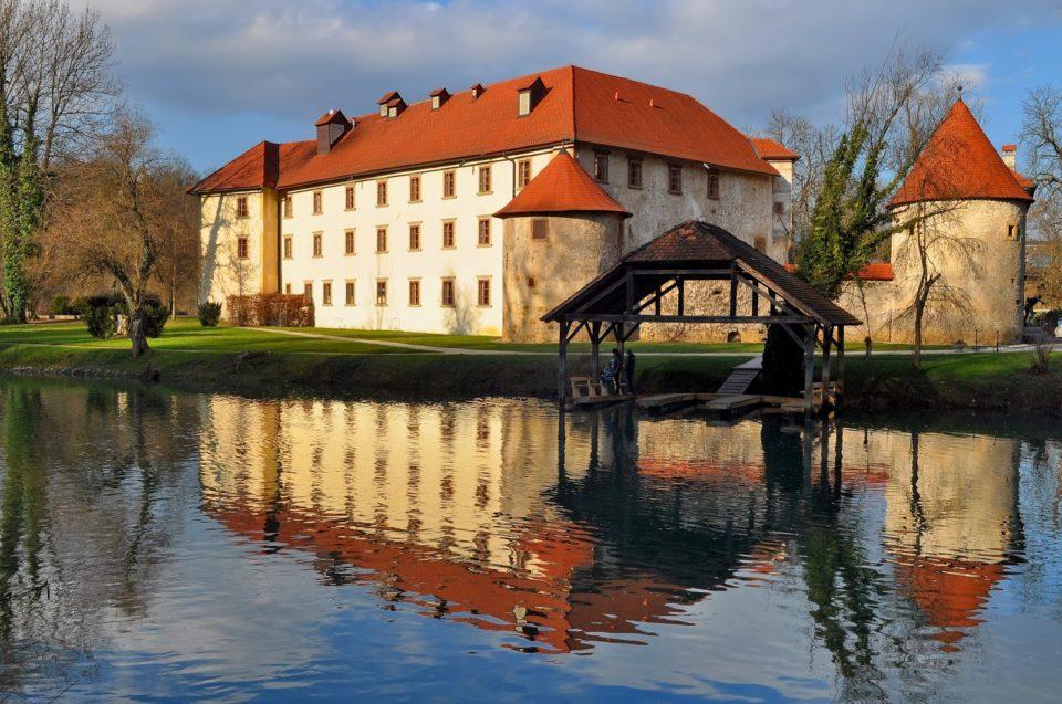 Замок и ресторан Оточец