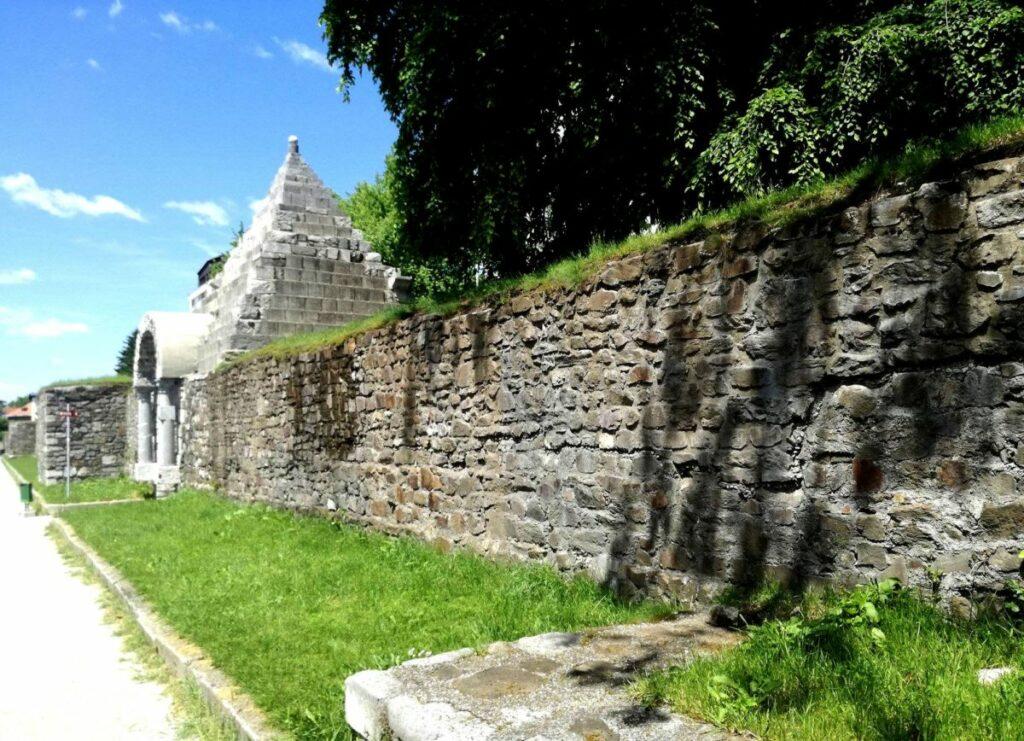 Древне-римская стена