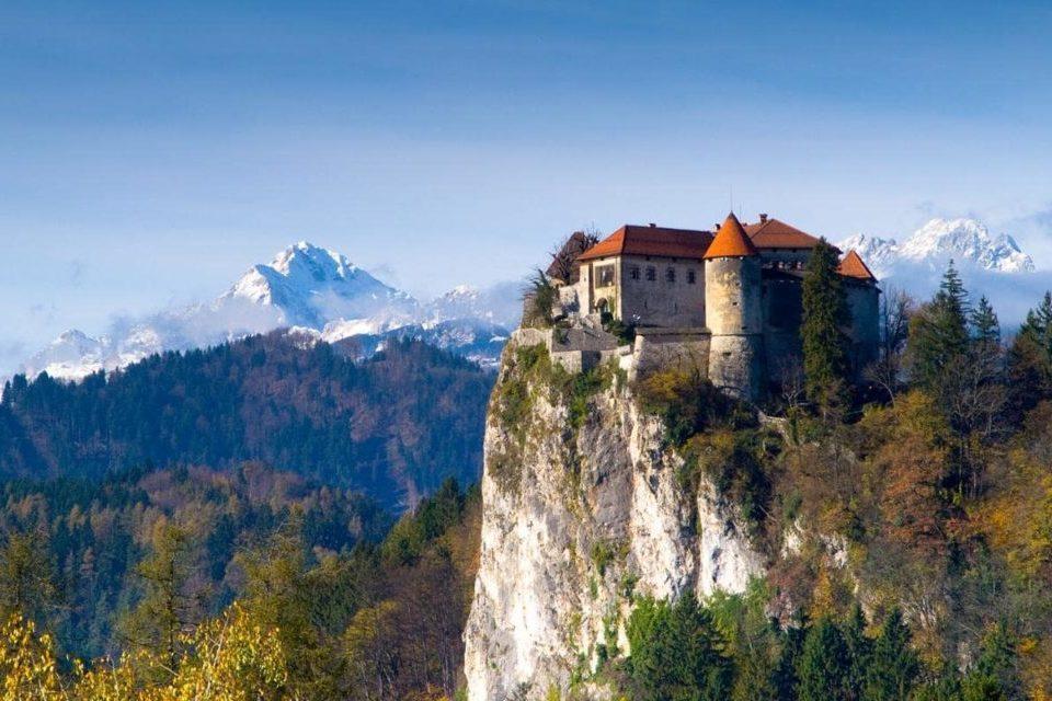 Альпы и замок