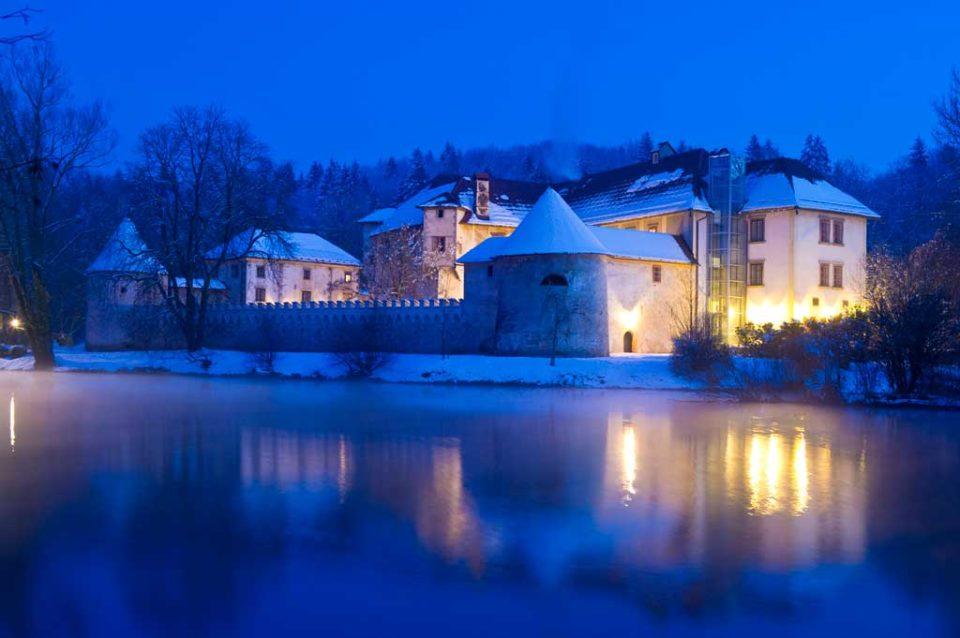 Замок Оточец