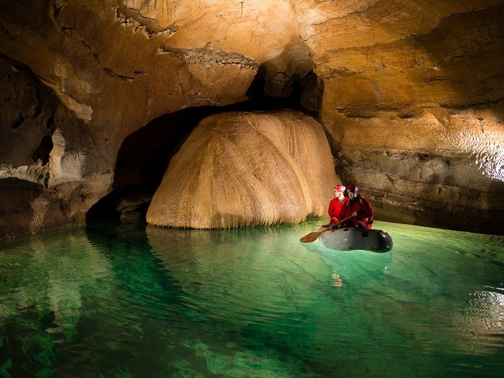 Водная пещера в Словении