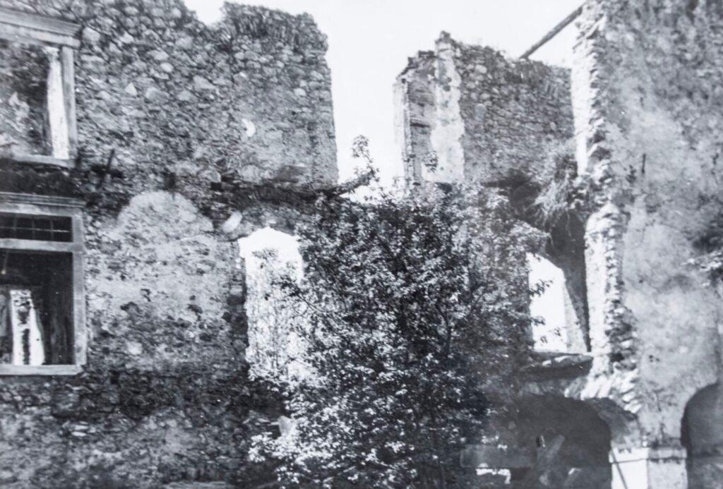 Развалины замка Оточец