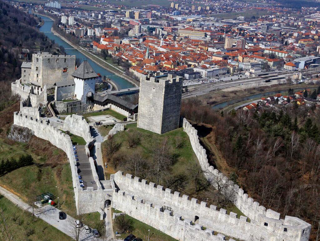 Цельский замок и вид на город