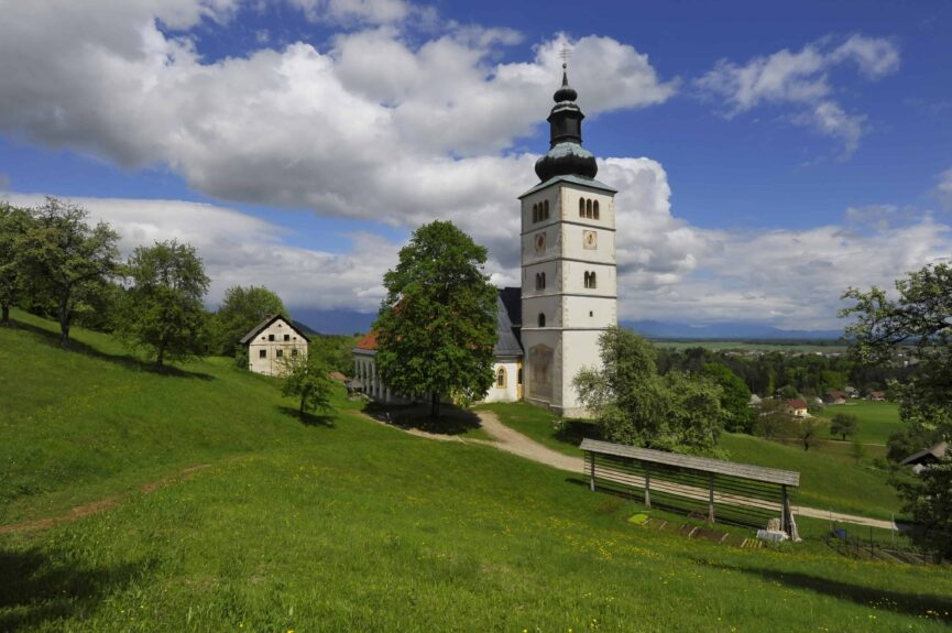 Церковь Благовещения в Шкофье Локе