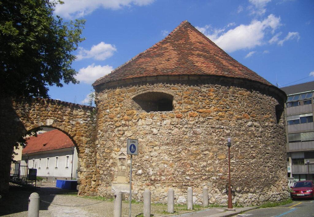 Оборонительная башня в Целье