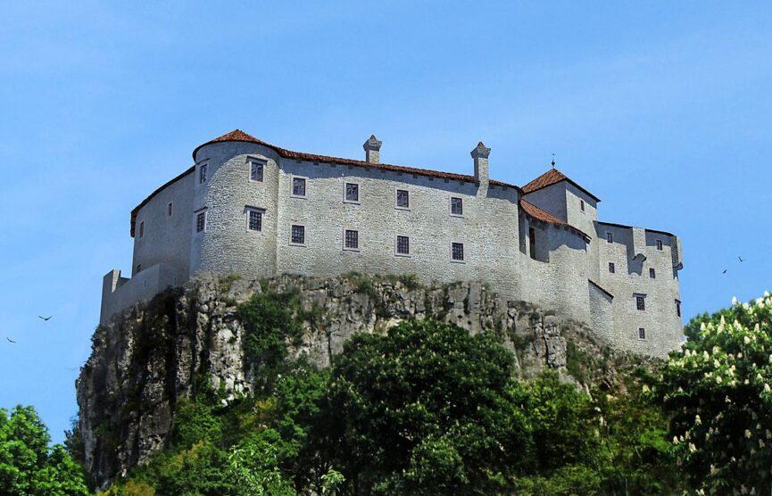 Замок Соцерб со стороны