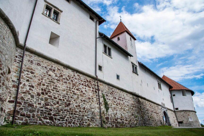 Стены замка Турьяк