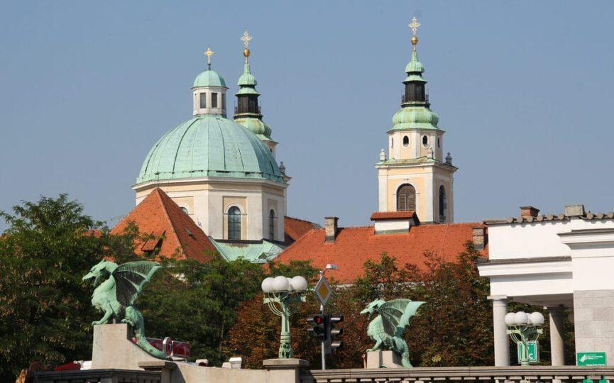 Вид на Кафедральный собор со стороны драконова моста