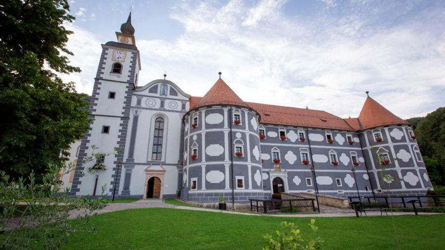 Монастырь и церковь