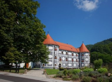 Замки, монастыри и олени