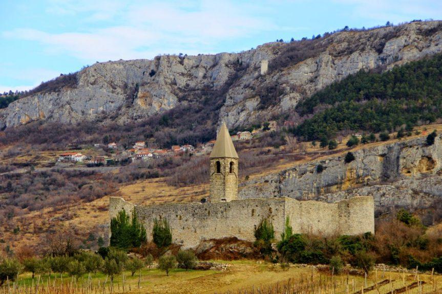 Храстовлье - неприметная деревушка в словенской Истре
