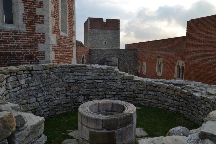 Южная стена замка Медведград