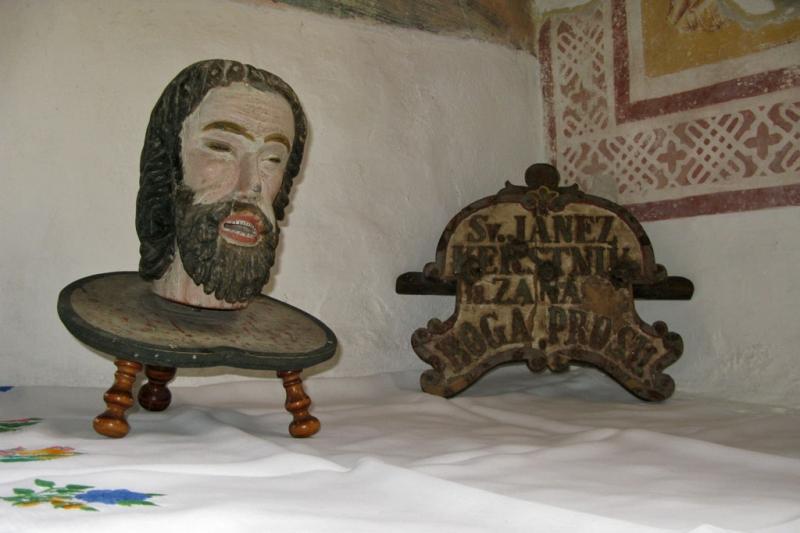 Деревянная голова св. Иоанна Крестителя