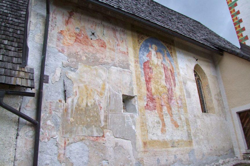 Изображение св. Кристофора на внешних стенах церкви