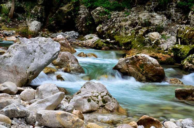 Скакальце и река Задлашчица