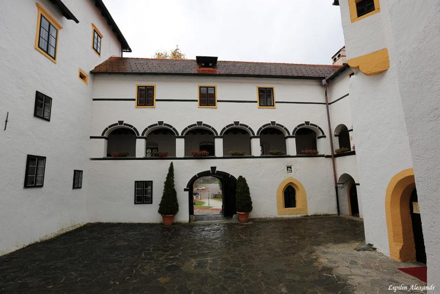 Замок Богеншперк внутренний двор