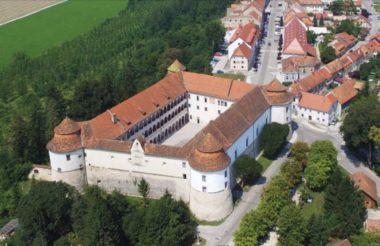 Замок и город Брежице в Словении