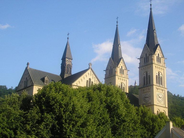 Базилика Лурдской Богоматери в Брестанице