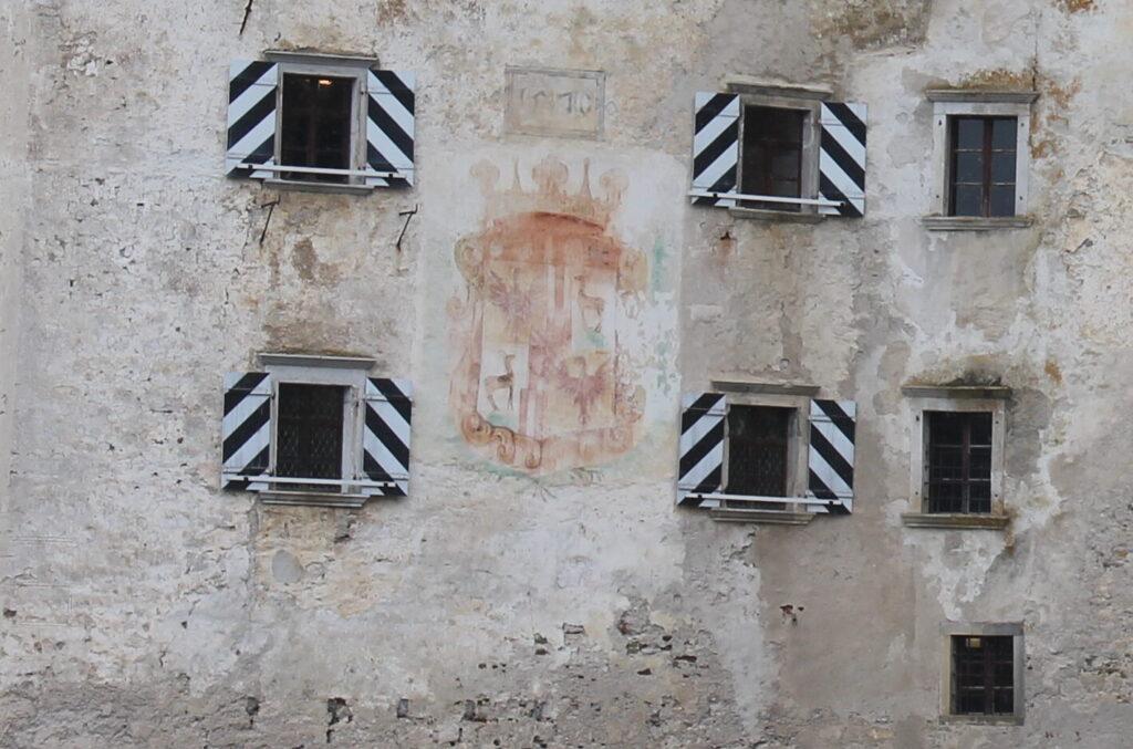 Герб Кобенцлей на Предъямском замке