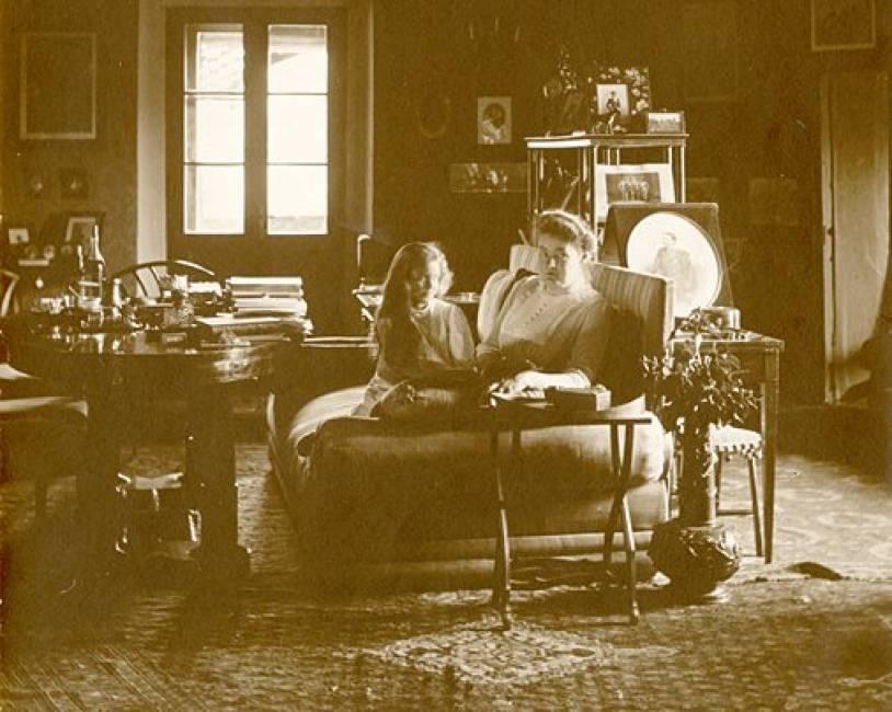 Графиня Matilda Arco Zinneberg со своей дочерью