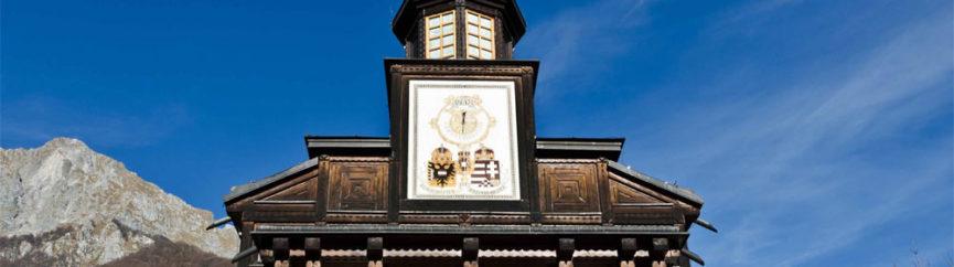 Герб Австро-Венгрии, солнечные часы и слово МИР/PAX