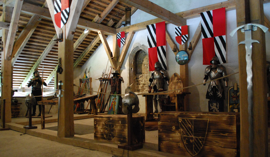 Рыцарский зал в Предъямском замке