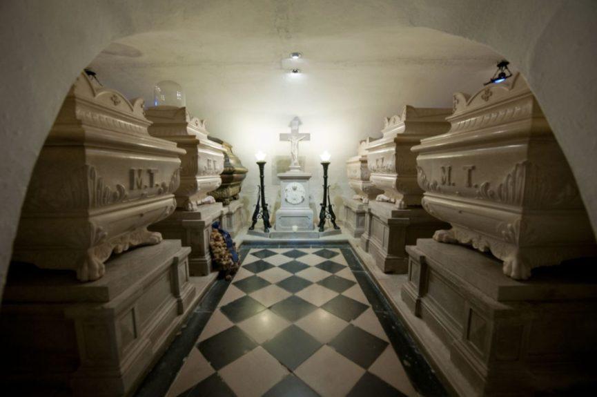 Усыпальница Бурбонов в монастыре Костаньевица