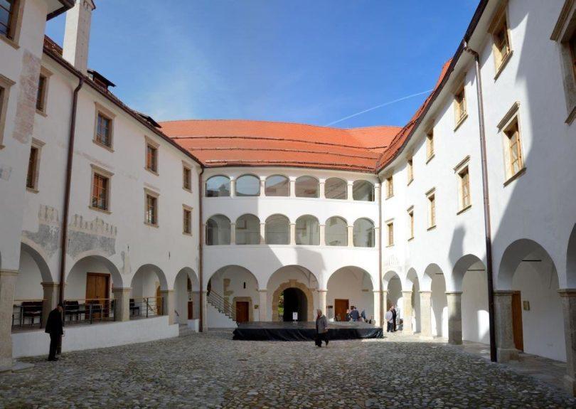 Замок Райхенбург, внутренний двор