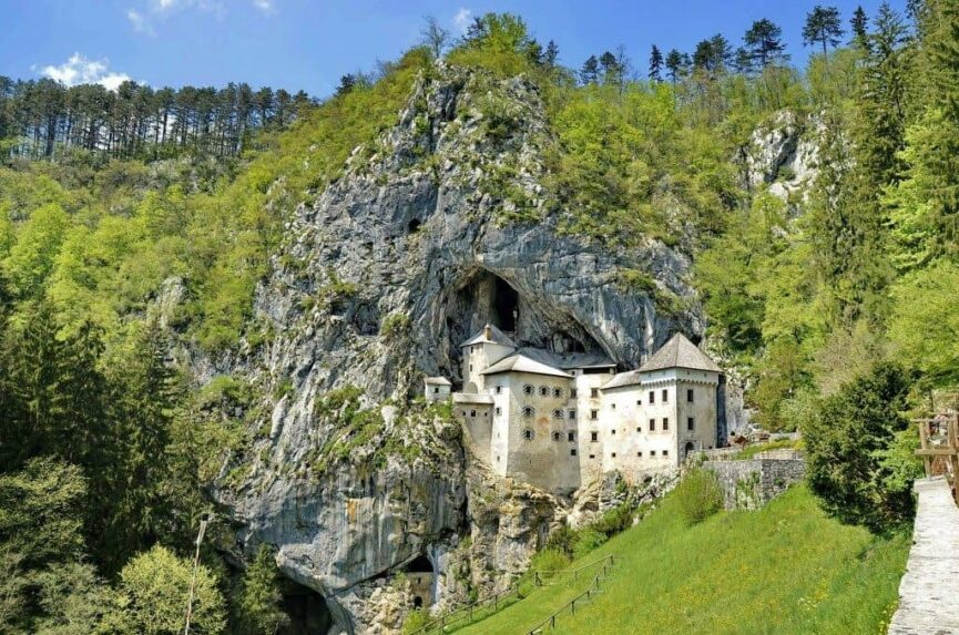 Предъямский замок перед пещерой