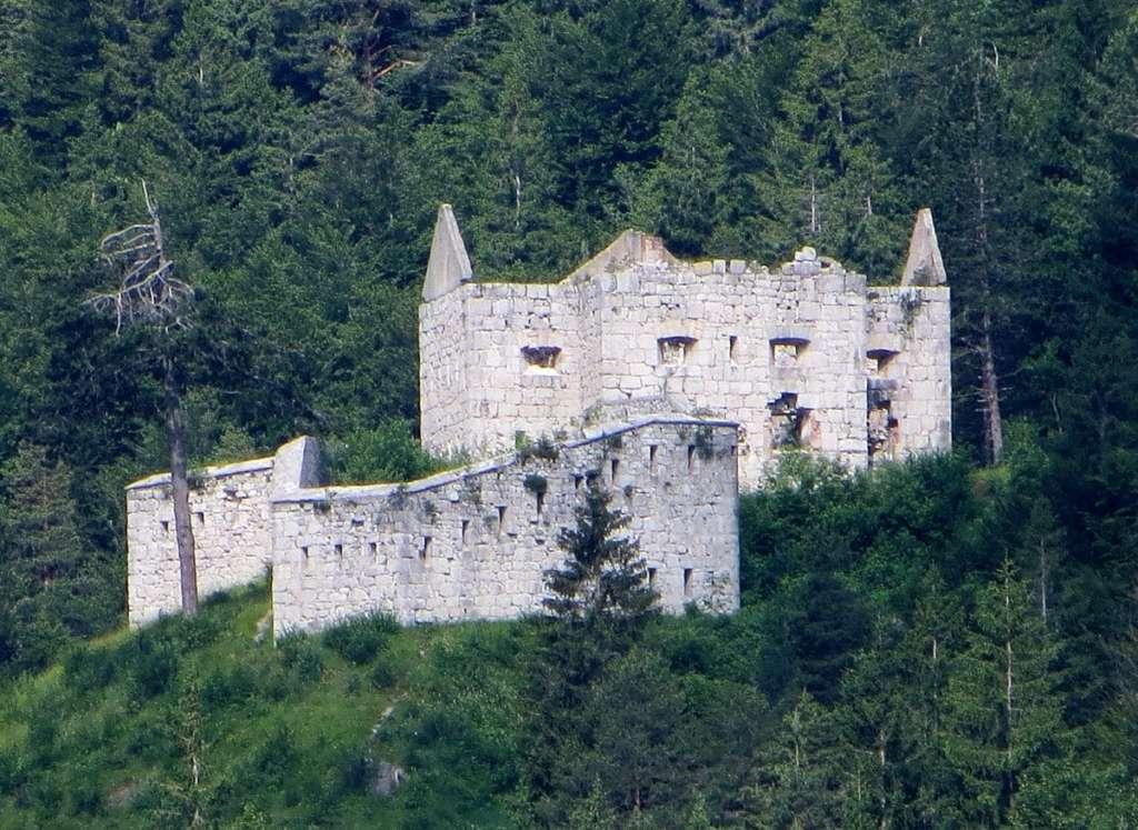 Старый форт в Альпах