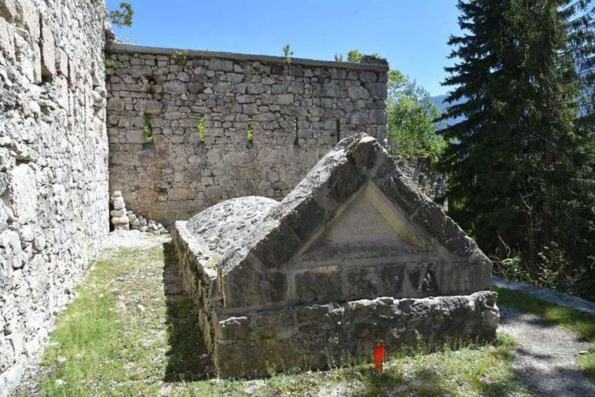 Гробница павшим воинам на Пределе