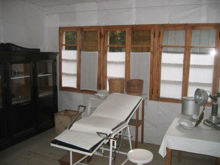 Восстановленная после наводнения больница Франья