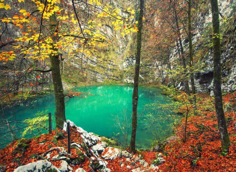 Осень на диком озере