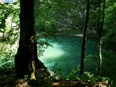 Дикое озеро в Словении