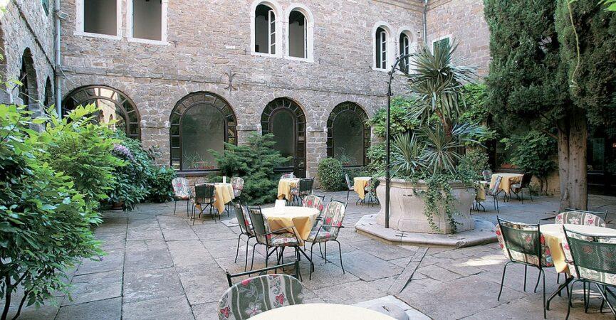 Старый колодец во дворе отеля (монастыря)
