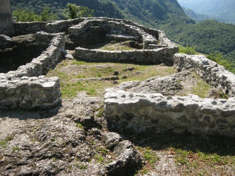 Археологическое поселение Тоновцов замок