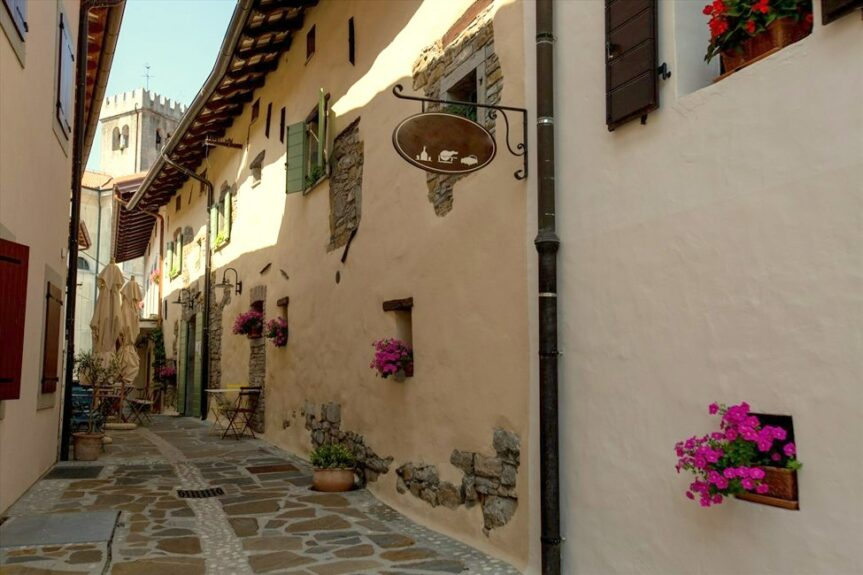 Шмартно узкие улочки деревни