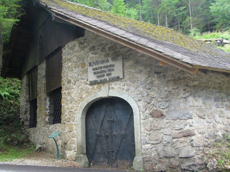 Старая словенская печь в Кропе