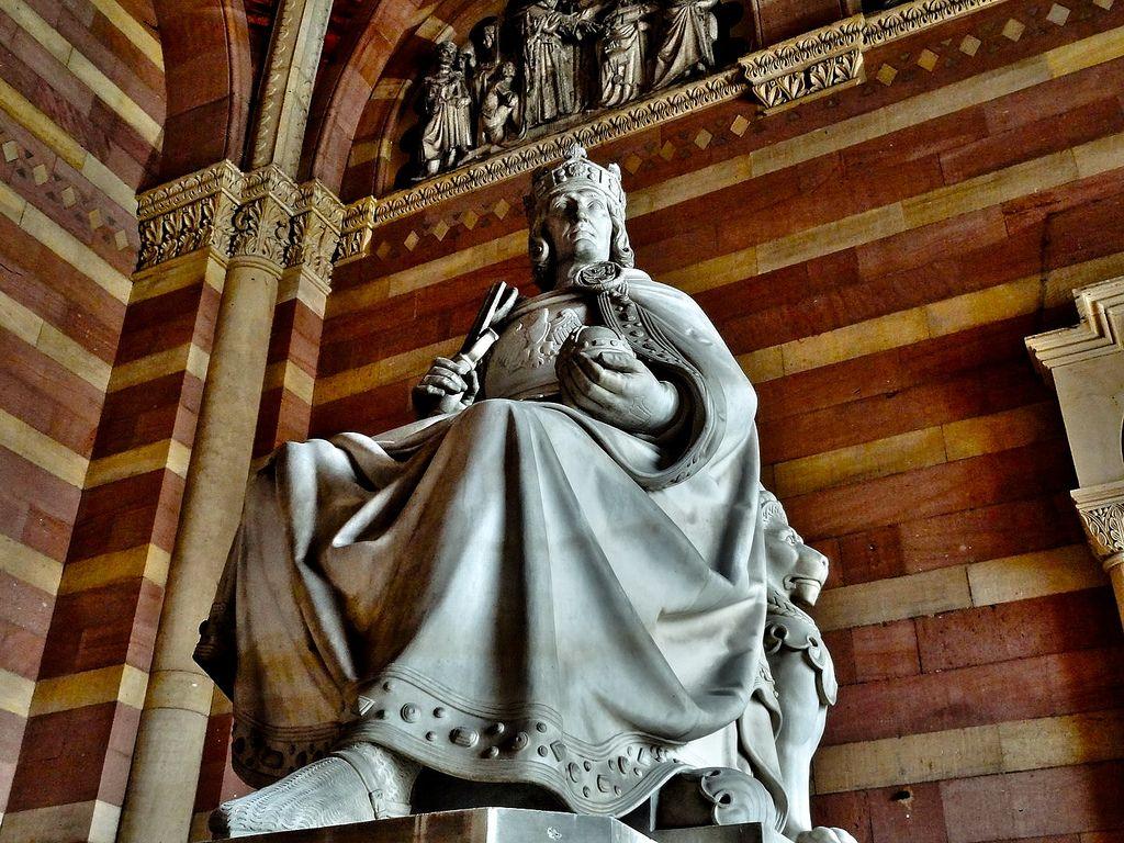 Рудольф I - первый представитель династии Габсбургов на престоле Священной Римской империи и основатель Австрийской монархии Габсбургов.