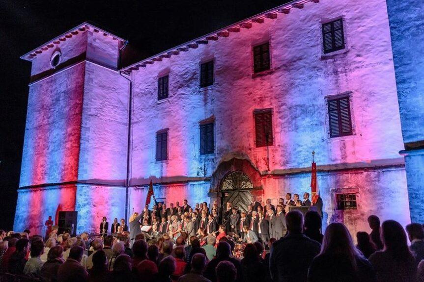 Замок Кромберк фестиваль Музыка мира
