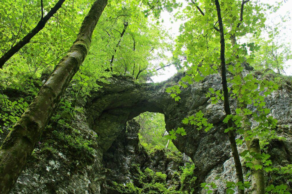 Природный мост Поклюкского ущелья
