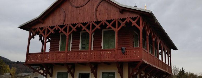 Деревянный балкон русской дачи