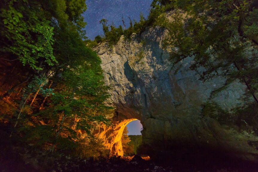Раков Шкоцьян, большой природный мост вечером