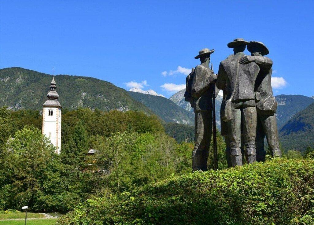 Бохинь, памятник альпинистам
