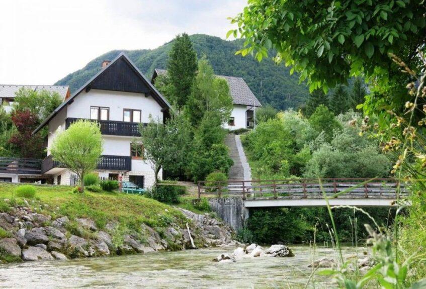 Деревня Стара Фужина и мост через Мостницу
