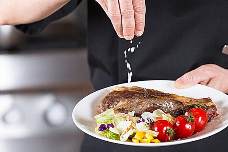 Как правильно солить блюдо
