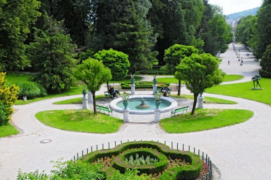 Сад перед замком Тиволи